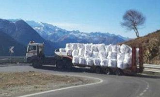 Catalaans Skiresort Baqueira-Beret Moet Sneeuw Per Vrachtwagen Aanleveren