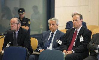 Vijf Spaanse bankiers op weg naar de gevangenis