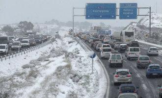 Chaos op Spaanse wegen en bij de treinen vanwege hevige sneeuwval