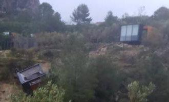 Een Hotel Module/kamer Van Het Vivood Landscape Hotel In Alicante Door De Regen In Ravijn Gegleden