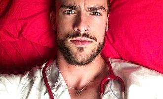 """Leer Spanje's """"sexiest"""" verpleger kennen"""