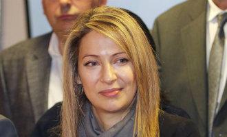Vice premier Spanje bedenkt een nieuwe afdeling om vriendin aan werk te helpen