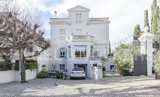 Weduwe Johan Cruijff zet familiewoning in Barcelona te koop voor 5,3 miljoen euro