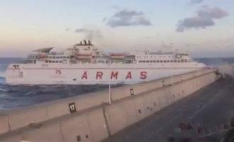 Noodsituatie Bij Gran Canaria Nadat Ferry Tegen Golfbreker Vaart En Grote Olievlek Veroorzaakt (video)