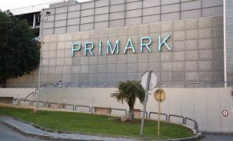 Letters van de Primark al te zien op de gevel van winkelcentrum Tarragona