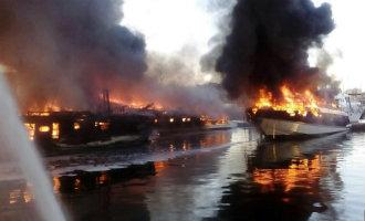 Grote brand in jachthaven Barcelona zet negen luxe jachten in lichterlaaie (video)
