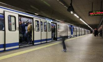 Jongen verliest beide benen nadat hij tussen twee metrowagons valt in Madrid