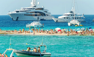 Twee Britse miljonairs kopen 4 procent van de beschermde kust van Ibiza
