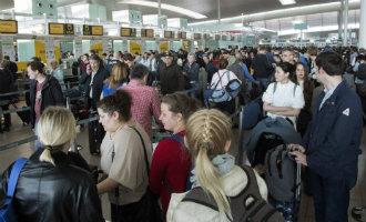 Nog steeds grote paspoortcontrole problemen bij vliegveld Barcelona-El Prat