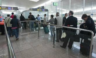Vliegveld Barcelona-El Prat krijgt extra agenten om problemen bij paspoortcontroles te voorkomen