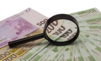 Buitenlanders die meer dan 10.000 euro contant betalen worden in de gaten gehouden in Spanje