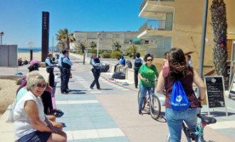 Politie sluit wandelboulevard tussen Salou en Cambrils af om illegale straatverkopers te pesten