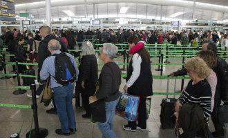 Ryanair, Vueling en Easyjet waarschuwen passagiers vanwege paspoortcontroles in Barcelona