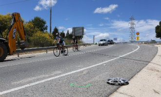 Dronken automobiliste die net haar rijbewijs heeft rijdt groep fietsers aan in Tarragona