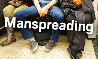 """Campagne tegen het zogenaamde """"manspreading"""" in de metro en bus in Madrid gestart"""