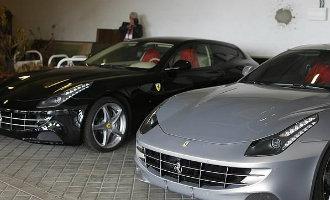 Ferrari's van ex Koning Juan Carlos van Spanje nu voor de helft van het geld te koop