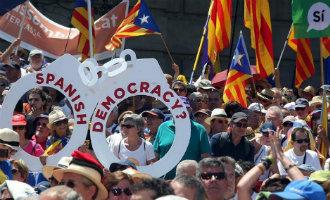 Meer dan 30.000 Catalanen de straat op als steunbetuiging voor het referendum