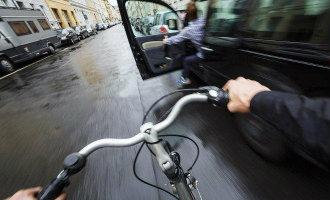 """""""Dutch reach"""" de veilige manier van een autodeur openen nu ook in Spanje aangekomen"""