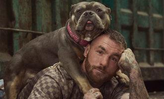 Ex freestyle bokser gaat in nieuw tv-programma op zoek naar de dierenmishandeling in Spanje