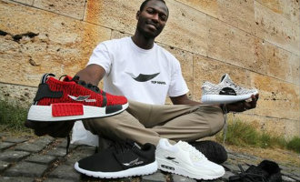 "Illegale Afrikaanse straatverkopers gaan eigen ""Top Manta"" merk kleding en schoeisel verkopen in Barcelona"
