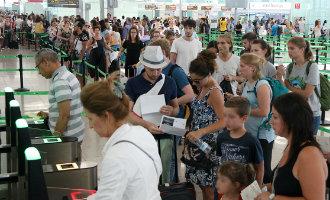 Lange rijen op het vliegveld van Barcelona vanwege stakingen veiligheidspersoneel