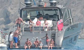 Spaanse douane en belastingdienst doen inval op luxe jacht Cristiano Ronaldo voor de kust van Ibiza
