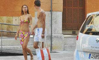 Marbella wil wetswijziging om te voorkomen dat toeristen zonder shirt rondlopen