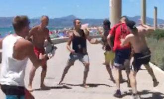 Duitse toeristen gaan op de vuist bij spontane vechtpartij in Palma de Mallorca (video)