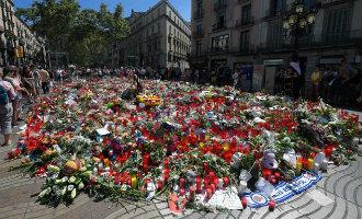 Bloemenzee voor slachtoffers terroristische aanslag op de Ramblas weggehaald
