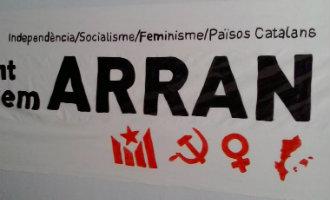 """Leer """"Arran"""" de verantwoordelijke organisatie die tegen het toerisme in het Catalaanse land is kennen"""