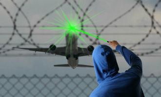Piloten klagen bij het vliegveld Málaga over de lasers die de cockpit in schijnen bij het landen *UPDATE*