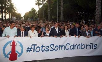 Meer dan 16.000 mensen manifesteren in Cambrils op straat tegen terrurgeweld