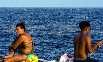 Zijn de giftige algen voor de kust van Tenerife een natuurverschijnsel of het gevolg van vies afvalwater?