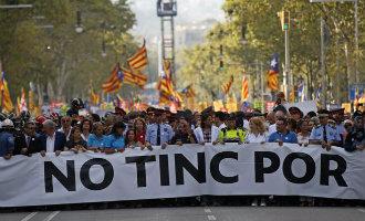 Barcelona schreeuwt massaal NO TINC POR tegen het terrorisme