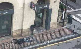 Bankovervaller pleegt zelfmoord na vrijlating gijzelaars en verwondt een agent in Asturië