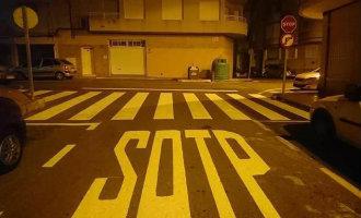 Foutje of werk van een lolbroek … Sotp in plaats van Stop op de weg geschilderd in Torrevieja