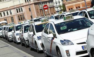 Taxichauffeurs Madrid en Andalusië gaan staken uit protest tegen de huurauto's met chauffeur
