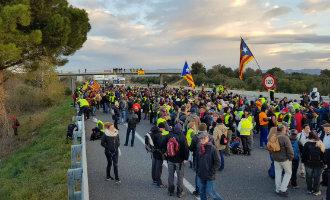 Staking Catalonië: tientallen wegen en treinsporen afgesloten met veel vertragingen … en ergenissen!