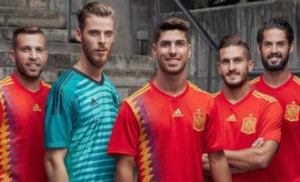 Nieuwe WK-shirt Spaanse voetbalteam zorgt voor ophef vanwege republikeinse vlag en Catalaanse kleuren