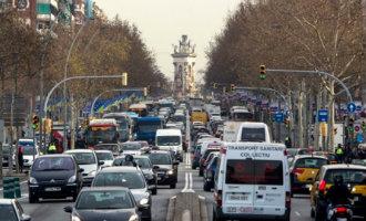 Milieuverontreinigende auto's zonder speciale sticker krijgen vanaf 1 december bekeuringen in en rond Barcelona