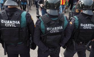 Spaanse regering laat alle extra aanwezige politieagenten nog deze week vertrekken uit Catalonië