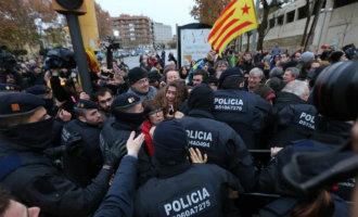 Politie moet optreden tegen actievoerende Catalaanse separatisten bij het museum van Lleida