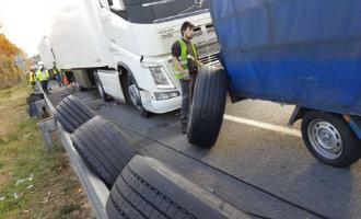 30 vrachtwagens met lekke banden op de AP-7 snelweg bij Barcelona