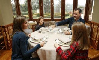 Spaanse Koninklijke familie plaatst nooit eerder geziene foto's en video's van privé leven