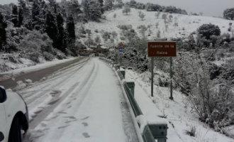 Veel sneeuw van de bergen tot het strand in de provincie Málaga (foto's)