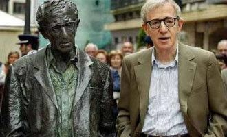 Vrouwen willen dat het beeld van Woody Allen in de Asturische stad Oviedo wordt weggehaald