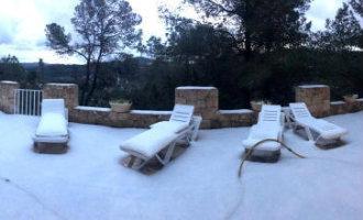 Inwoners Ibiza en Mallorca worden wakker met sneeuw