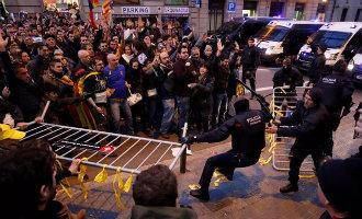 Duizenden separatisten de straat op uit protest tegen bezoek Koning Felipe VI in Barcelona