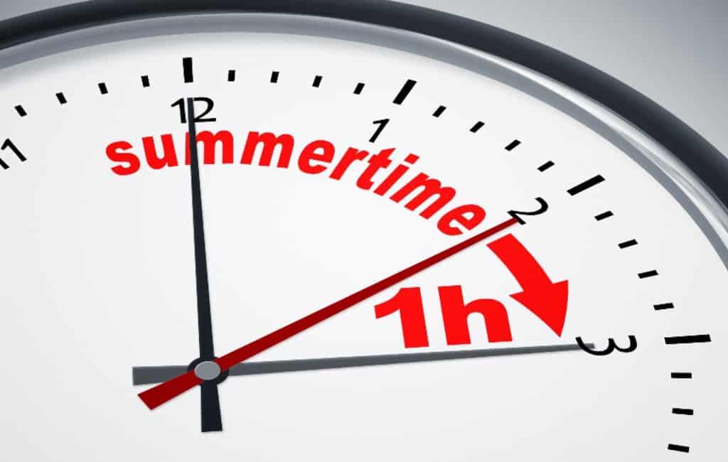 Het is ook in Spanje weer zomertijd met de klok één uur vooruit