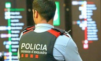 Catalaanse Mossos d'Esquadra politieagent wordt geschorst omdat hij Spaans praat